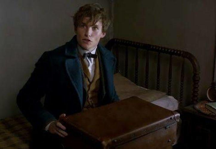 El filme está protagonizado por Eddie Redmayne, que encarna el papel de Newt. El Spin-off de Harry Potter se  estrenará en noviembre de 2016.(Milenio)