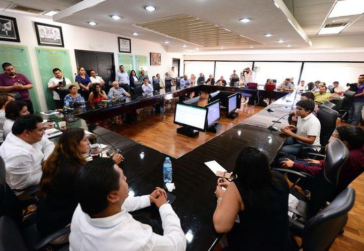 Esta semana se recibió en el Congreso a representantes de asociaciones que se dedican a revisar el trabajo de funcionarios.