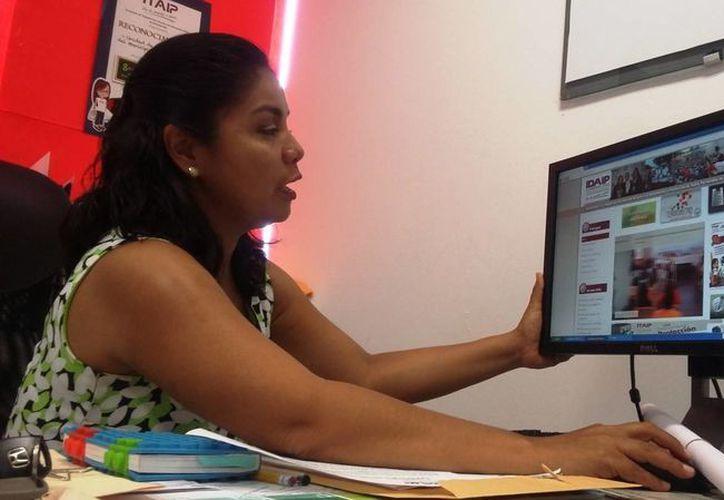 Teresa Jiménez Rodríguez, titular de la Unidad de Vinculación del Idaipqroo, anunció el cambio de nombre de esta dependencia. (Daniel Pacheco/SIPSE)