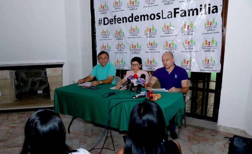 Integrantes de la asociación plantearon un debate sobre el tema. (Jorge Acosta/Novedades Yucatán)