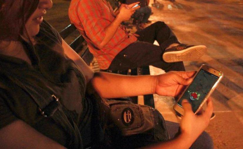 La app de Pokémon GO se ha convertido en una de las más populares entre los yucatecos. El IMSS asegura que 'jugarlo' trae beneficios a la salud. (Milenio Novedades)