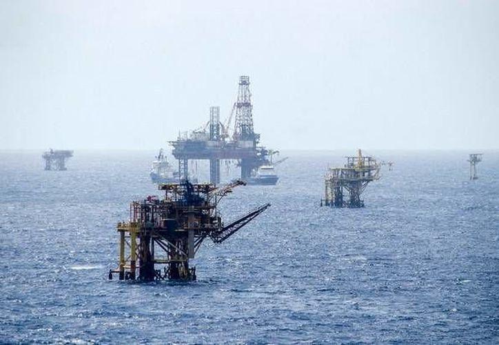 Los 38 exempleados de Oceanografía, empresa ligada a Pemex, ya fueron liberados tras haber obstruido las vías de comunicación en Campeche. (jornada.unam.mx)
