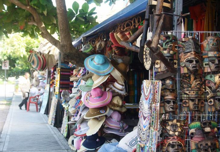 Los negocios de artículos de temporada, calzado, vestido y alimentos, son los que esperan un mejor repunte. (Rossy López/SIPSE)