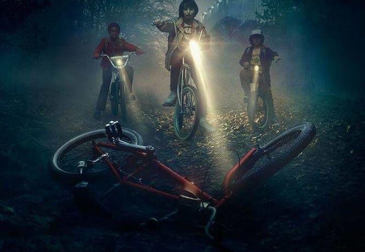 'Stranger Things' cuenta la historia de un grupo de amigos y la desaparición de uno de ellos, pero ambientada en 1983 en un pueblo de Estados Unidos. (Facebook/Netflix)