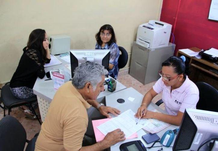 La nueva credencial será puesta en circulación al final de este año. En la imagen, un módulo del IFE en Mérida. (Archivo/SIPSE)
