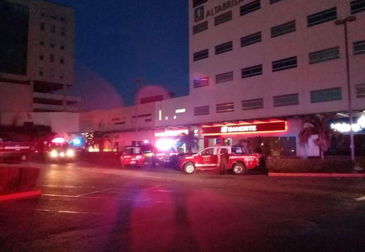 El antro cerró a las 4 de la madrugada y poco después se percataron del incendio.  (Foto: Twitter)