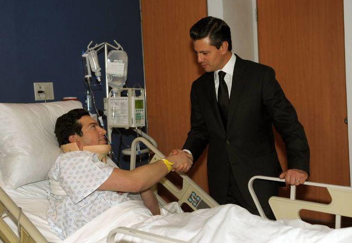 El presidente Enrique Peña Nieto realizó una visita al Hospital Ángeles Interlomas. (Notimex)