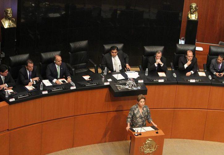 Imagen de la presidenta de Brasil, Dilma Rousseff, en la sede del Senado de la República durante una sesión solemne para recibir a la mandataria en el marco de su visita de Estado a México. (Notimex)