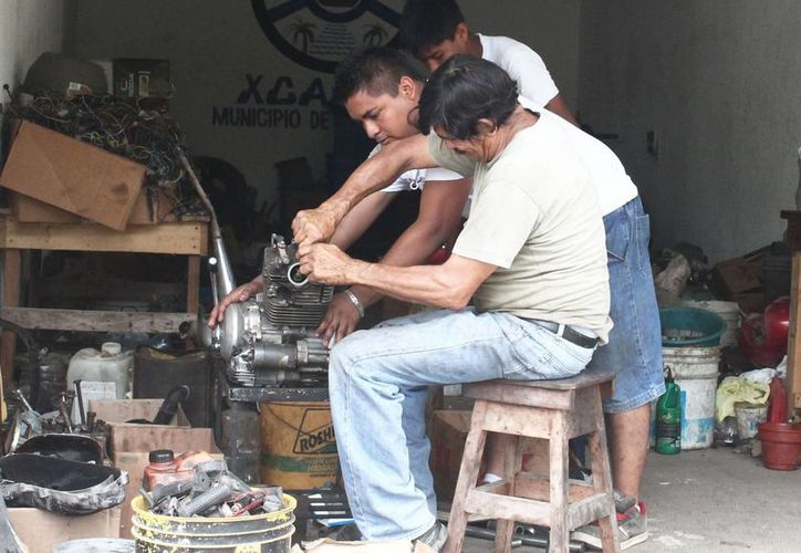 Una empresa privada de Veracruz es la encargada de recolectar cada tres meses desechos originados en los talleres de la comunidad. (Carlos Horta/SIPSE)