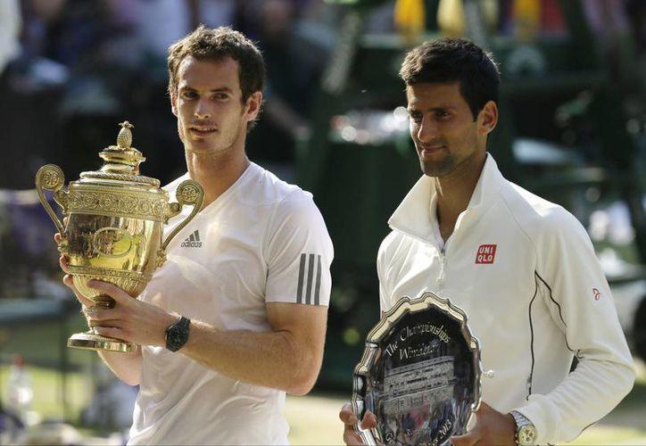 Es la tercera vez que Murray (i) y Djokovic se enfrentan en los cuatro últimos torneos grandes. (Agencias)