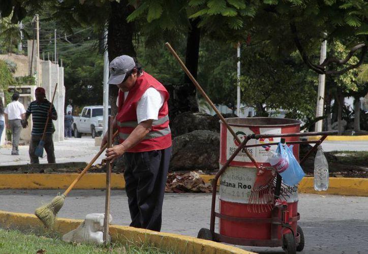 Aumentarán el salario de aquellos trabajadores que participaron en cursos. (Tomás Álvarez/SIPSE)