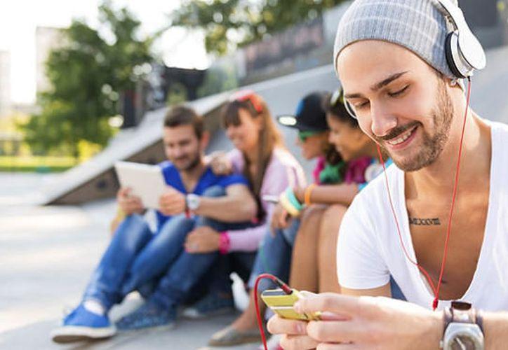 La música ayuda a los niños y adolescentes con problemas de atención de varias formas, como en la realización de tareas, estudiar, comer e ir a dormir. (MusicaAntigua.com).