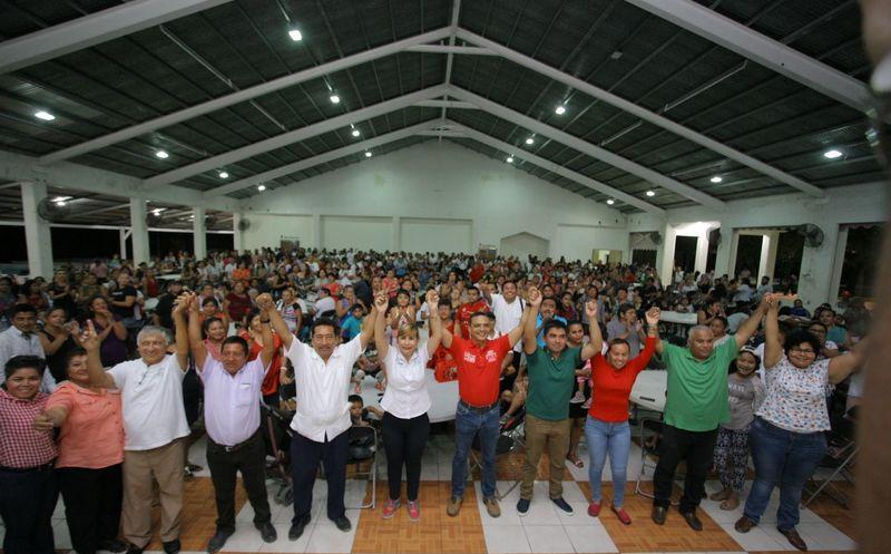 Las propuestas fueron expresadas por Raymundo King durante sus recorridos por el mercado municipal. (Redacción)