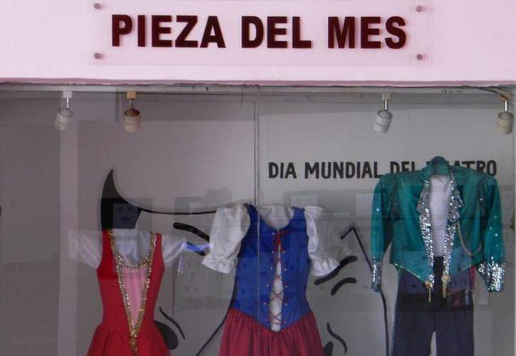 Los trajes corresponden a los personajes de Blanca Nieves y El Príncipe. (Redacción/SIPSE)