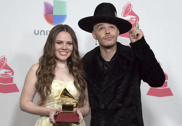 Jesse y Joy ganaron el premio al Mejor álbum vocal pop contemporáneo, por su disco 'Un besito más'. (Richard Shotwell/AP)