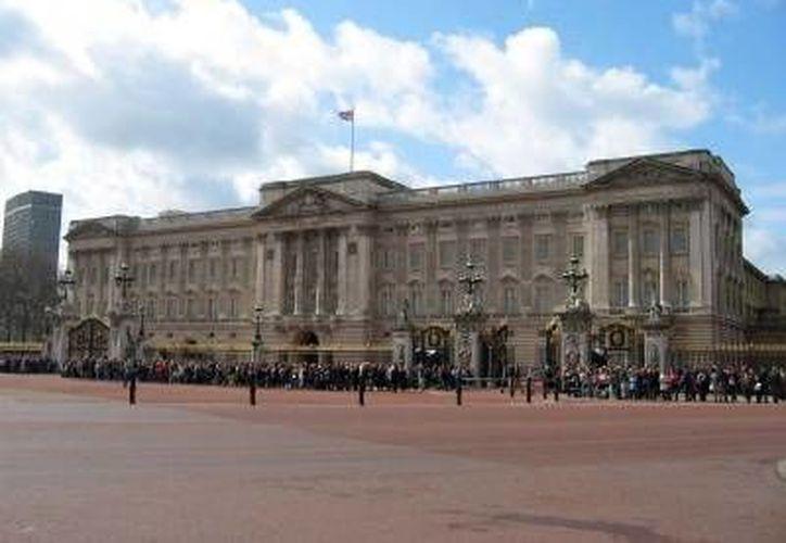 El hombre armado dentro del Palacio de Buckingham intentó huir corriendo.   (www.turismoenfotos.com)