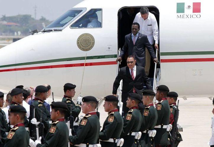 La llegada de más dignatarios que participan en la Cumbres del Caribe. (SIPSE)