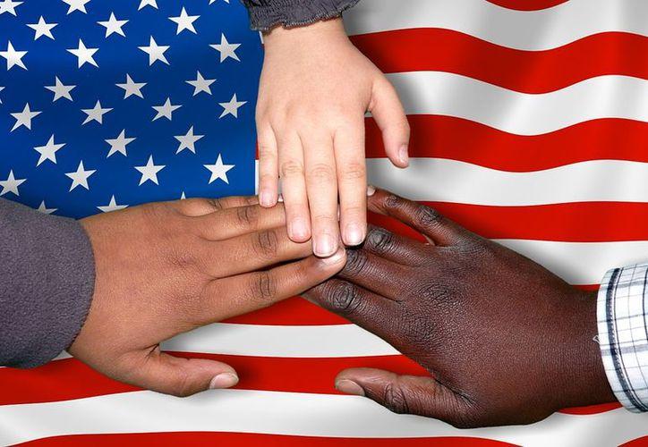 Donald Trump endureció los requisitos para dar la residencia a migraantes. (Pixabay)