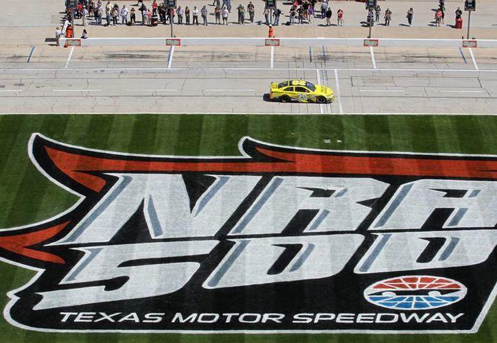 Tanto Fox Sports como Nascar han desestimado las peticiones de no apoyar el patrocinio de la NRA a la competencia. (Agencias)