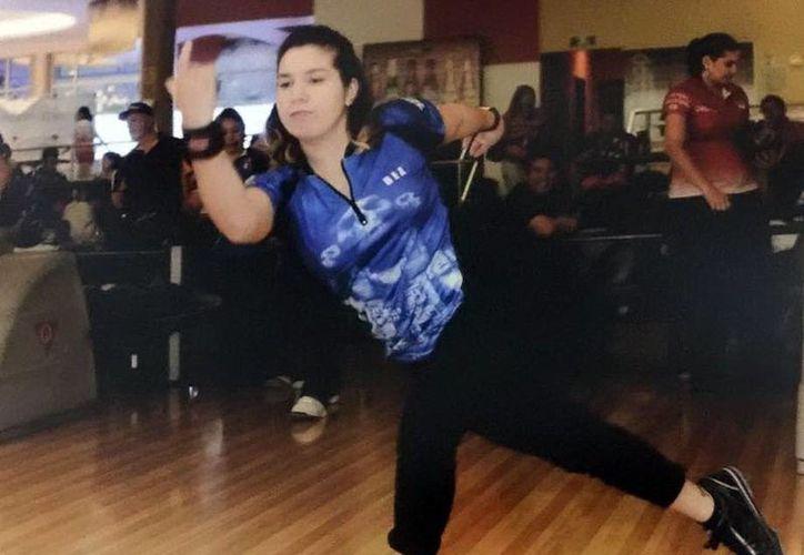 La bolichista Dea Ruiz Sánchez alcanzó 634 puntos en total, en el primer día de actividades del torneo nacional de Boliche. (Milenio Novedades)