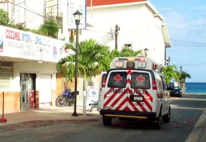 La triatleta fue trasladada de emergencia a la clínica de la Cámara Hiperbárica, en el centro de la ciudad. (Irving Canul/SIPSE)