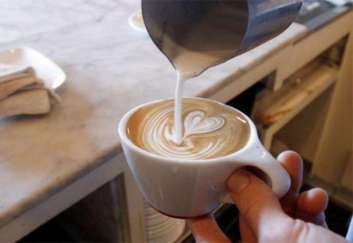 El consumo moderado de café es beneficioso para la salud, indica el doctor David B. Agus. (Archivo/SIPSE)