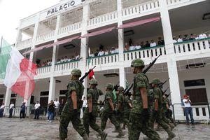 Realizan tradicional desfile del 16 de septiembre en Chetumal