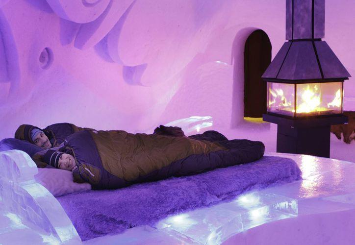 Desde que abrió sus puertas, en el Hotel de Hielo han pernoctado 48 mil visitantes en camas de hielo cubiertas de pieles. (Foto Agencia Notimex)