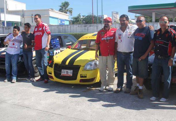 Una de las notas más leídas fue la carrera callejera, donde participaron más de 40 pilotos. (Raúl Caballero/SIPSE)