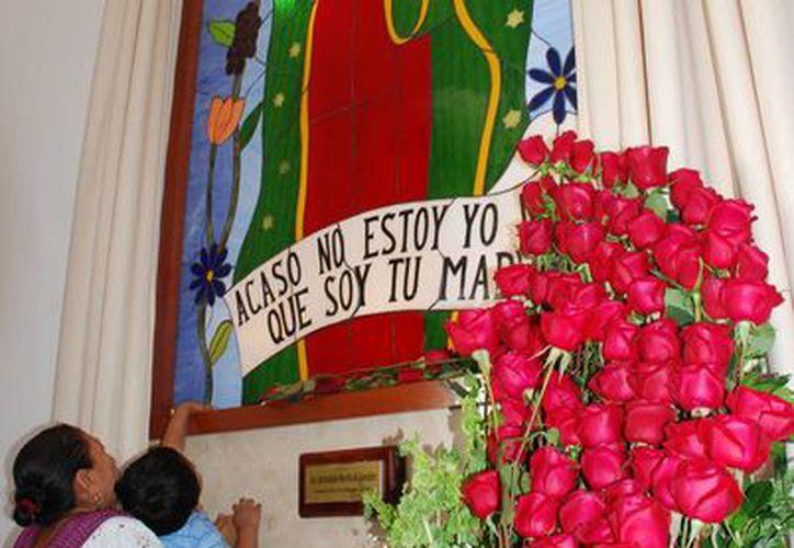 Agradecen las bendiciones obtenidas de la virgen. (Julián Miranda/SIPSE)