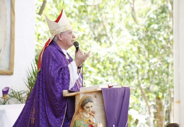 Monseñor Pedro Pablo Elizondo Cárdenas invita a unirse en las celebraciones de Semana Santa. (Jesús Tijerina/SIPSE)