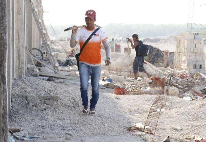 Sigue la polémica del cemento que utilizan los albañiles de Yucatán. (SIPSE)