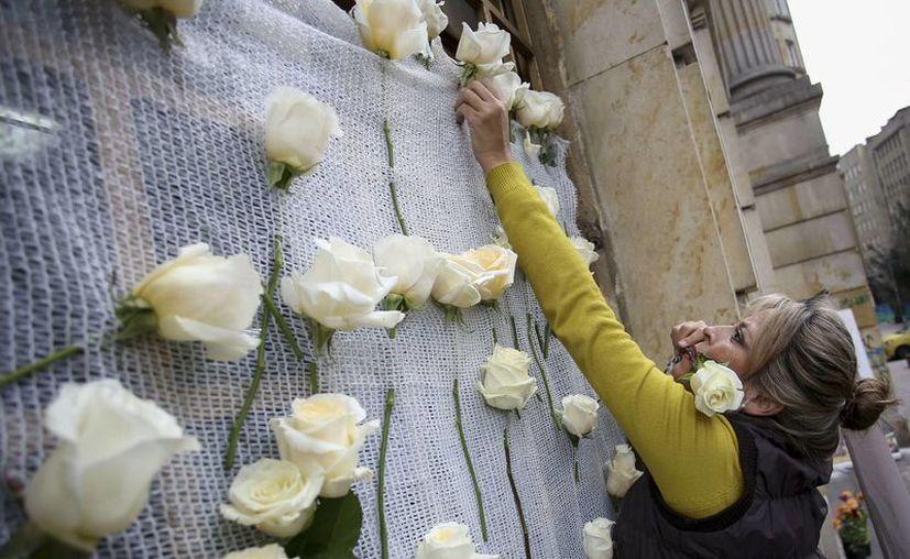 El gobierno de Juan Manuel Santos ha iniciado conversaciones por la paz con el insurgente Ejército de Liberación Nacional, lo que da a los colombianos mayor esperanza de vivir finalmente tranquilos tras décadas de violencia. (AP/Ivan Valencia)