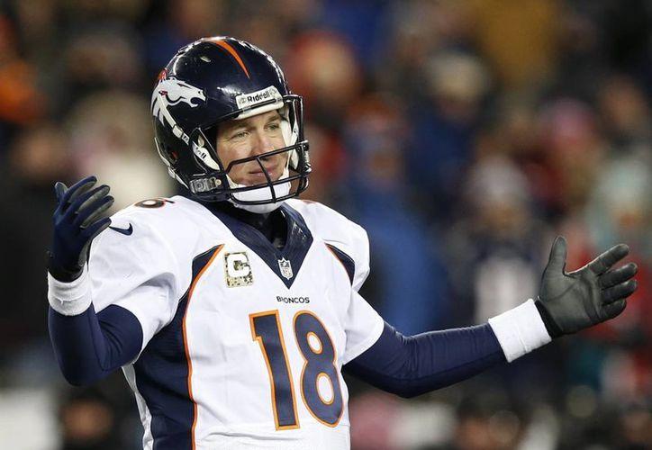 Manning tuvo la mejor campaña de su carrera al superar las 5 mil 447 yardas por aire. (Foto: Agencias)