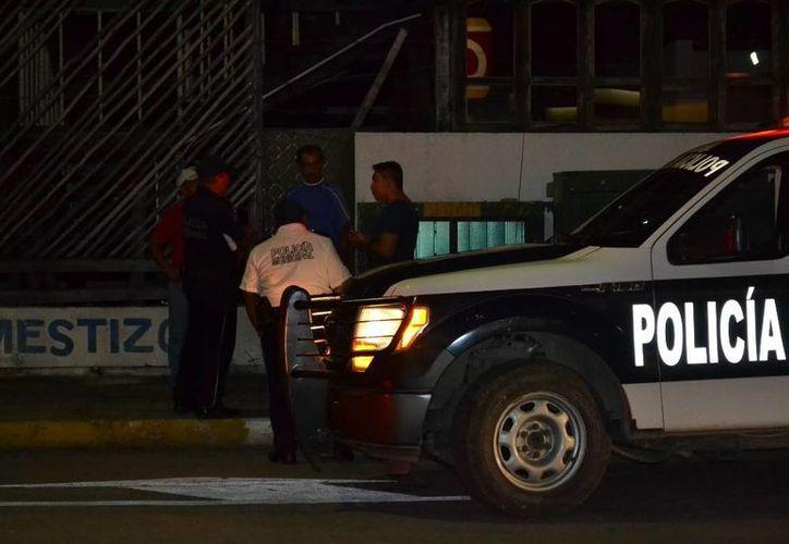 Los policías lograron detener a los responsables. (Redacción/SIPSE)