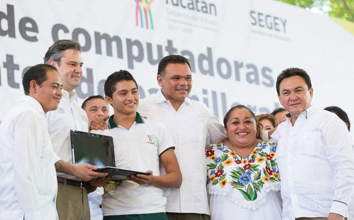 Uno de los programas impulsados por el gobierno de Rolando Zapata es Bienestar Digital, con el cual se ha entregado 57 mil 204 computadoras a alumnos de nivel medio superior. (Cortesía/ DGCS)