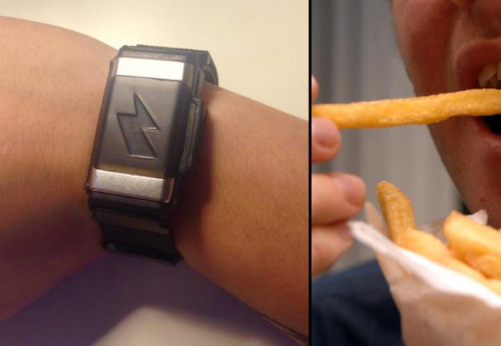 Esta pulsera te dará toques cada vez que rompas una regla alimenticia. (Foto: LB)