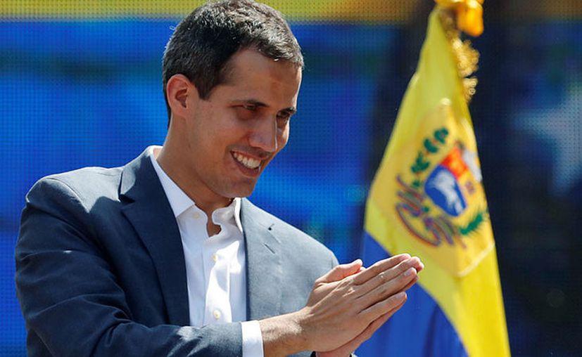 """El 23 de enero Juan Guaidó, se autoproclamó """"presidente encargado"""" de Venezuela en medio de una manifestación en Caracas. (RT)"""