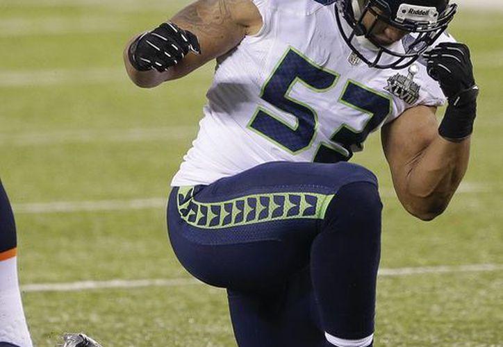 Malcolm Smith, linebacker de los Seahawks de Seattle, festeja luego de realizar un derribo en el Super Bowl XLVIII, frente a los Broncos de Denver. (Agencias)