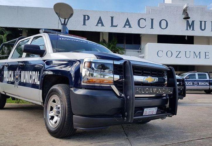 Anuncian equipamiento de la policía de la Isla de las Golondrinas. (Enrique Mena/SIPSE)
