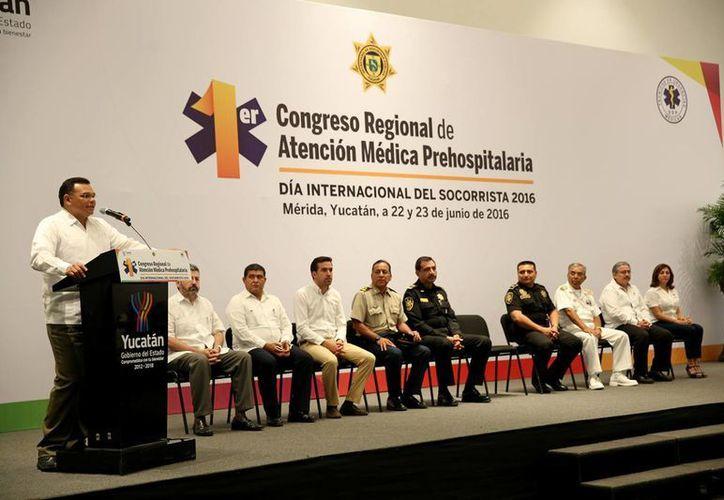 El Gobernador de Yucatán inauguró este miércoles en el Centro de Convenciones Yucatán Siglo XXI el primer Congreso Regional de Atención Médica Prehospitalaria. (Fotos cortesía del Gobierno estatal)
