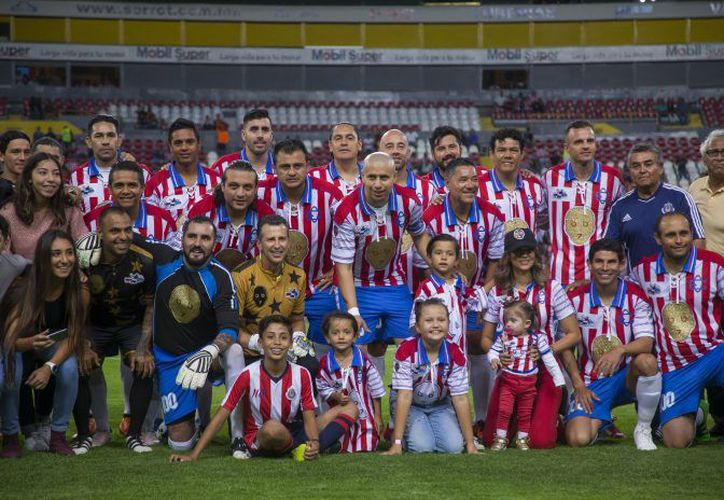 Estuvo rodeado de sus amigos y grandes figuras del fútbol mexicano. (Televisa deportes)