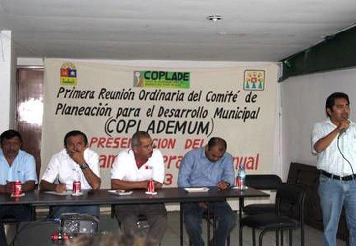 El presidente municipal, José Domingo Flota Castillo, encabezó el acto protocolario. (Redacción/SIPSE)