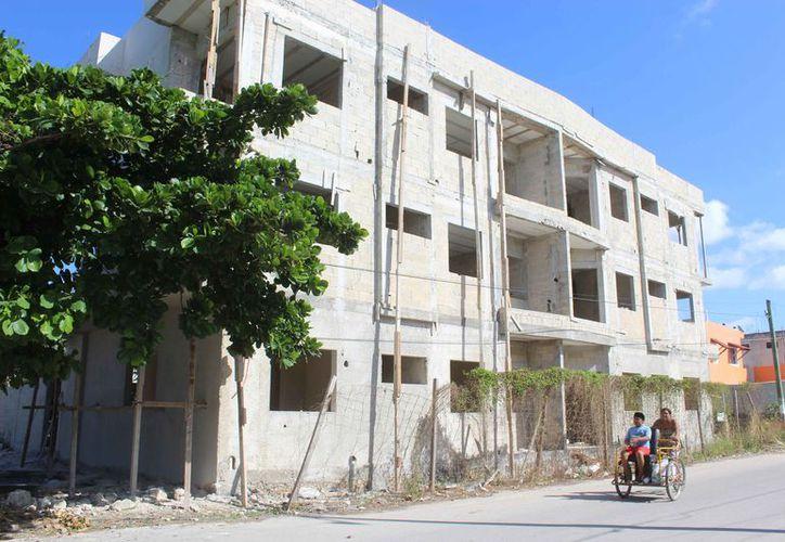 Habrá un documento que regule la construcción de edificios. (Sara Cauich/SIPSE)