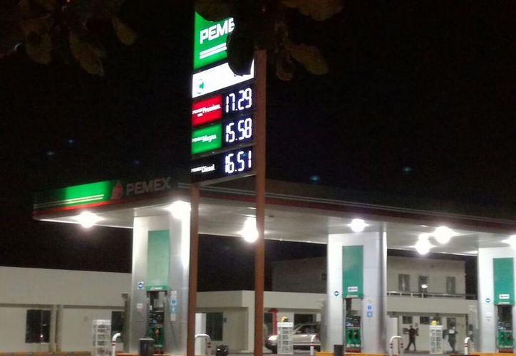 A partir de hoy en la Península de Yucatán cada estación gasolinera es libre de poner el precio que le convenga, incluso cambiarlo a cada hora. (José Acosta/SIPSE)