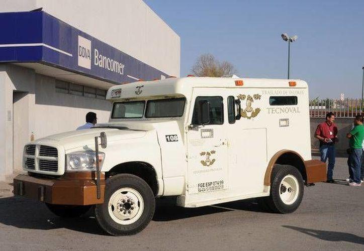 La camioneta falsa que utilizaron los asaltantes, similar a la de la imagen, fue abandonada en calles de la Ciudad de México, aunque las autoridades no revelaron exactamente en dónde. (tecnoval.com.mx)