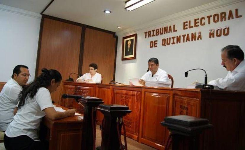 La sentencia de revocación del Teqroo salió a favor de los partidos que impugnaron debido a que el Ieqroo actuó de manera unilateral. (Harold Alcocer/SIPSE)