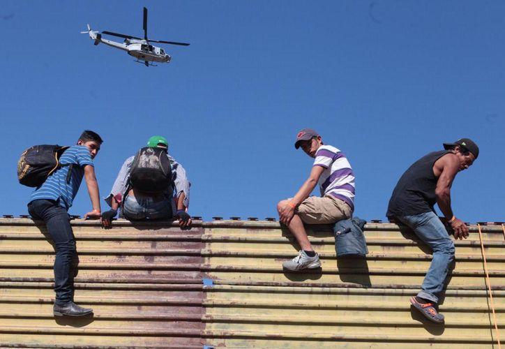 Un grupo de centroamericanos han intentado cruzar por distintos puntos a Estados Unidos. (Milenio)