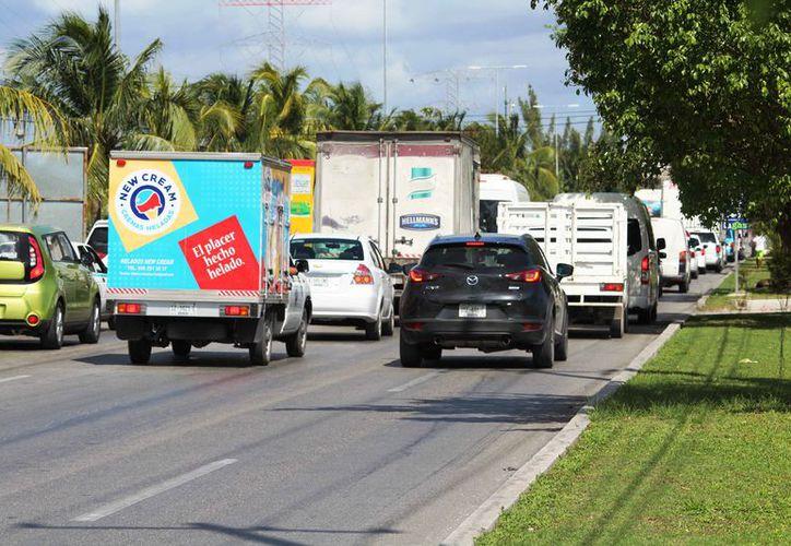 Se necesita un proyecto para aliviar la carga vehicular. (Octavio Martínez/SIPSE)