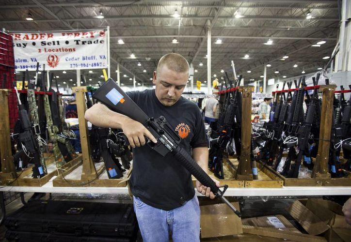 """El """"Viernes Negro"""" es uno de los días del año """"de más trabajo"""" para el FBI en cuanto a las transacciones vinculadas a armas de fuego, de acuerdo con Fischer. (Archivo/EFE)"""